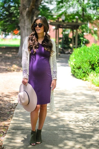 book of leisure blogger dress sweater shoes hat