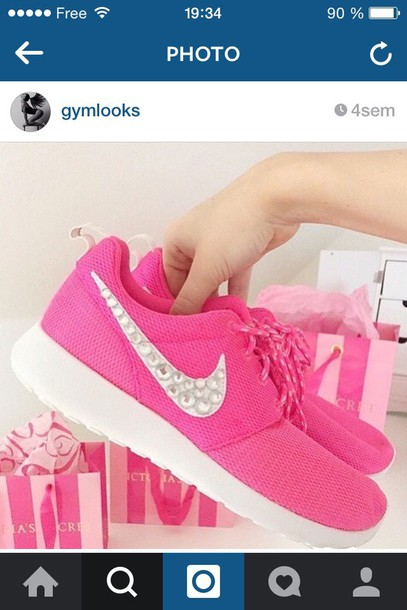 shoes pink. nike