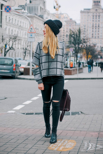 anna pogribnyak city fashion: my vision blogger grey sweater grid black beanie skinny jeans black ripped jeans