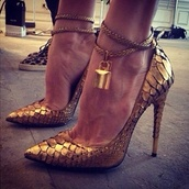 shoes,gold,gold shoes,leather,lock,gold lock,high heel pumps,heels,pretty,classy,chain,high heels,gold heels,no more than 4.5 inches,ankle strap heels,copper,snake heels,clothes,style,celebrity style,blogger,festive,pointed toe heels,pointed shoes,stylish,cool shoes,cool,fabolous,gorgeous,fashion,golden heels,tom ford
