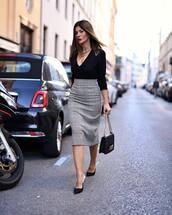skirt,midi skirt,plaid skirt,pencil skirt,high waisted skirt,pumps,handbag,black blouse,v neck,chain necklace