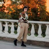 pants,cropped pants,checkered pants,wide-leg pants,boots,printed shirt,belt,earrings