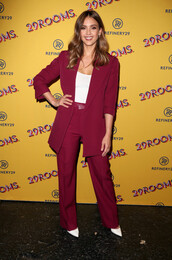 shoes,pumps,white,white shoes,pants,top,jessica alba,celebrity,suit,burgundy