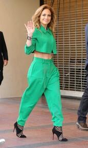 jacket,jennifer lopez,green,pants,shoes,jewels