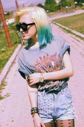 t-shirt,soulfood,grey,grey shirt,shirt,grey t-shirt,summer,cute,hot,shorts,sunglasses,grunge,soft grunge,alternative,summer outfits,rock