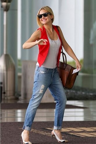 boyfriend jeans kate hudson pumps vest top