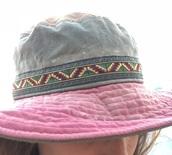 hat,wide brim,green,pink