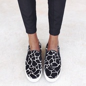 shoes,giraffe,slippers,brown,white,black,casual,style,fashion,summer outfits,winter sweater,evening dress,black trousers,yellow,slip on shoes,slip-on,animal print,cool,girl,blogger,instagram,pretty,fashionista,chill,chillen,black shoes,edgy,cute,stylish,trendy,hipster,on point clothing,print