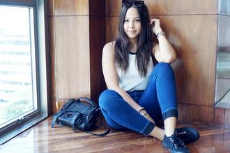 paradigma blogger jeans satchel bag black leather bag cropped jeans