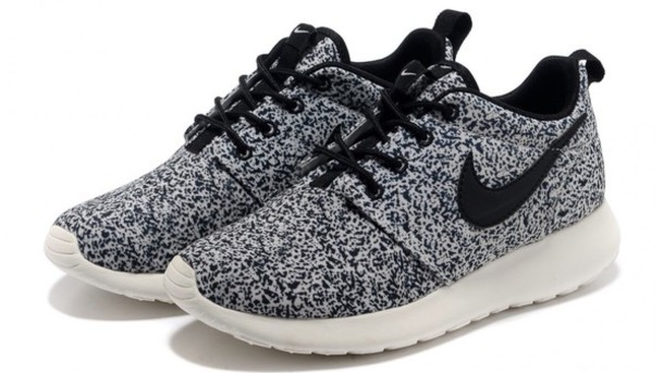 nike roshe grey speckle shoes