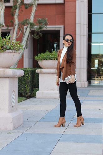 stylish petite blogger cardigan leggings sweater jewels shoes bag sunglasses make-up ankle boots skinny pants clutch