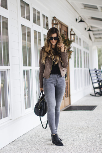 chicstreetstyle blogger t-shirt jeans shoes bag sunglasses jewels suede jacket ankle boots handbag skinny jeans winter outfits