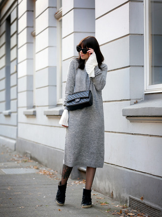 wie-hund-und-katze blogger blouse tights shoes bag jewels sunglasses bell sleeves chanel chanel bag sweater dress grey dress winter outfits