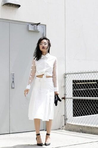 la vagabonde dame blogger cardigan jewels top skirt shoes