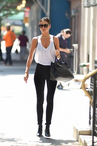 tank top model supermodel model off-duty miranda kerr girly gorgeous