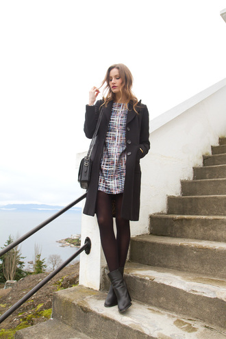 styling my life blogger black boots shift dress mini dress