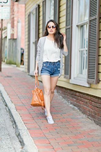 sensible stylista blogger shoes shorts bag shirt cardigan