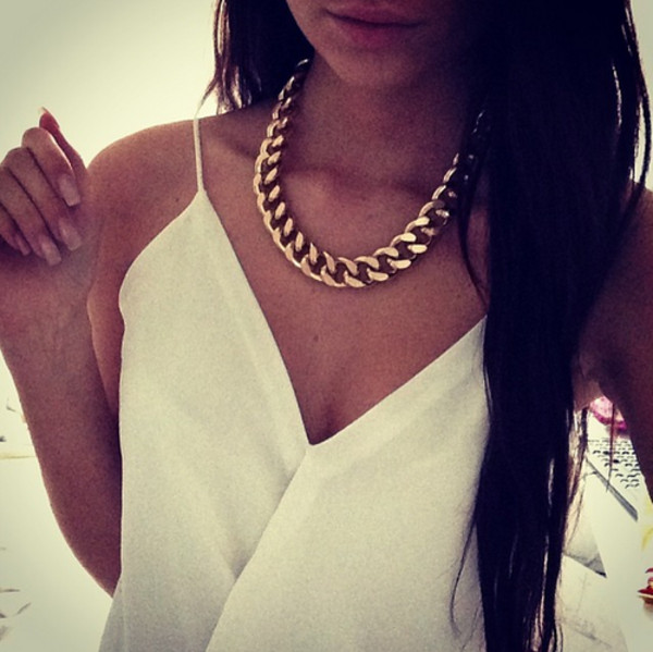 blouse top whrite necklace