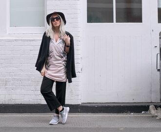 style lime light blogger jacket grey sneakers grey shoes