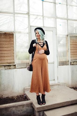 the red closet diary blogger top jumpsuit hat bag shoes
