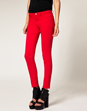 J Brand | J Brand - Jean skinny 811 court taille mi-haute en sergé - Rouge vif chez ASOS