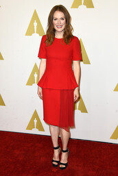 dress,red dress,julianne moore,sandals