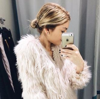 coat celeb cute girly faux fur faux fur coat pink perfect celebrities faux fur jacket crem coat creme adorable cheap monday help me pls