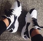 shoes,nike,huarache,black,white,sneakers,girl,women,black and white,nike sneakers