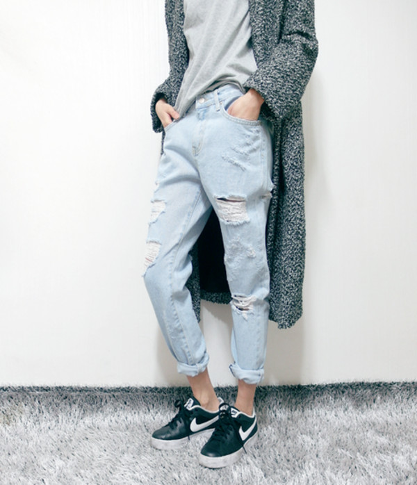 jeans cardigan t-shirt nike shoes
