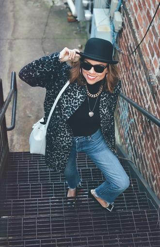 mysmallwardrobe blogger hat shoes jeans coat bag sunglasses jewels bucket bag winter outfits