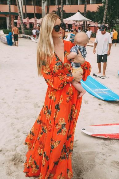 make-up orange dress barefoot blonde blogger sunglasses maxi dress orange roses maternity