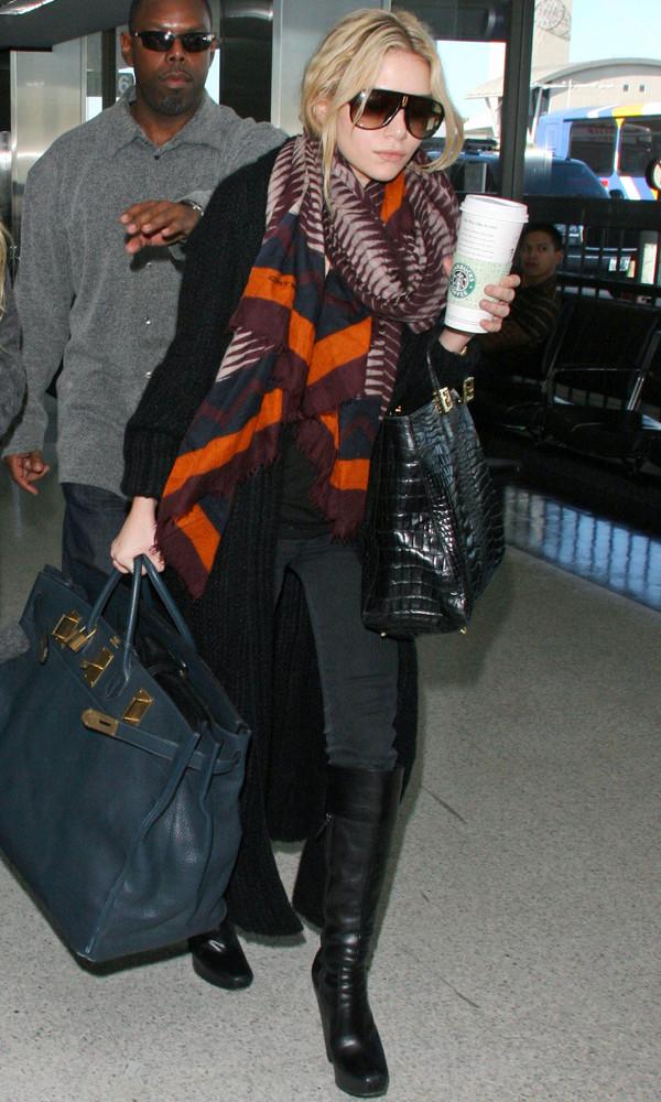 olsen sisters blogger scarf cardigan bag jeans