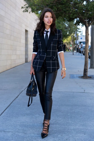 viva luxury blogger jacket bag tommy hilfiger classy black leather pants leather pants black pants checkered blazer white shirt black bag high heels black heels printed blazer