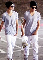 pants,justin bieber,white,white pants,grey t-shirt,t-shirt,hat