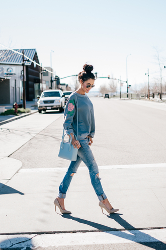 brittanymaddux blogger sweater jeans shoes bag sunglasses blue bag pumps high heel pumps spring outfits