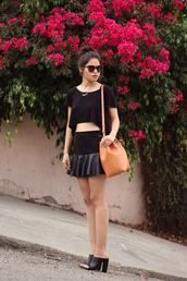 fake leather,top,skirt,bag,sunglasses,jewels,bucket bag