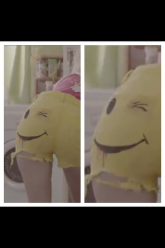shorts short shorts yellow smiley die antwoord