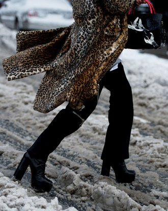pants tumblr black pants flare pants nyfw 2017 fashion week 2017 fashion week streetstyle boots black boots high heels boots platform boots coat printed coat fur coat leopard print animal print