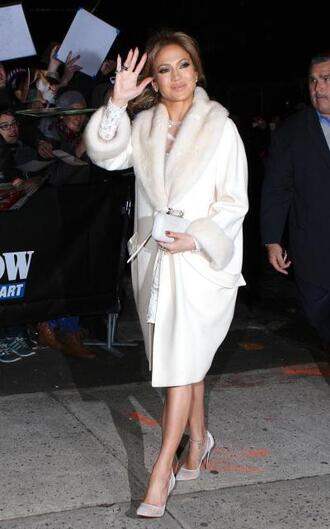 coat jennifer lopez white coat fur trimmed coat fur faux fur fur trim faux fur trim winter coat collar coat amazing beautiful gorgeous