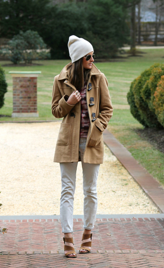 to be bright blogger camel coat white jeans beanie coat top jeans shoes hat