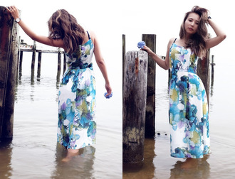 different cands blogger dress floral dress