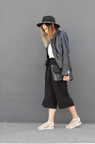 marilyn noir blogger white sandals culottes black hat leather pouch leather jacket