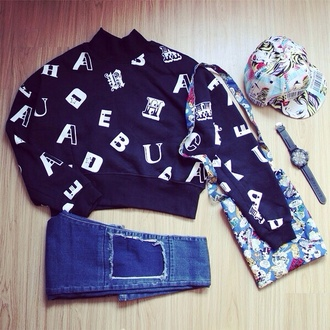 sweater crop crop tops black crop top black white black and white cropped sweater jeans purse bag cool dope chic urban street streetstyle streetwear hat jewels