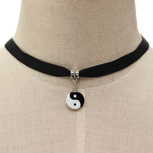 Yinyang velvet choker · lac · online store powered by storenvy