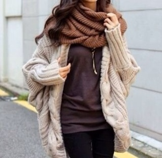 sweater comfy nude big winter sweater oversized sweater beige scarf t-shirt grey t-shirt gris jewels clothes winter outfits knitted sweater knitted scarf knitted cardigan coat loose cardigan oversized cardigan shirt beige cardigan chunky sweater dolman sleeve cream pretty warm wooly winter pretty korean fashion asian fashion chic whole outfit