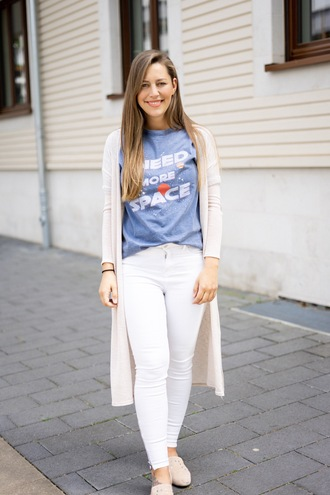fabesfashion blogger shirt jeans cardigan shoes loafers white pants blue top spring outfits