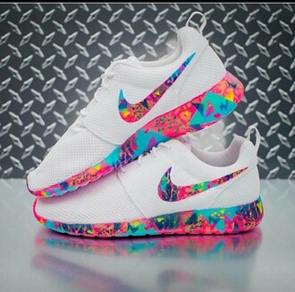 shoes nike nike shoes sneakers white roshe nike running shoes white sneakers multicolor low top sneakers white nike roshe run colorful nike rose to she run nike roches colorful white base pink blue purple multicolored roshe rainbow nike sneakers colorful nike colorful nikes