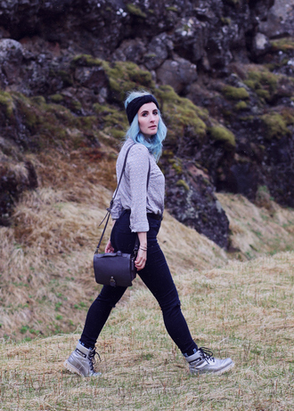 like a riot blogger blouse black jeans high waisted jeans turban black bag silver shoes