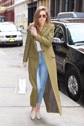 coat,jeans,gigi hadid,streetstyle,model off-duty,flats,shoes