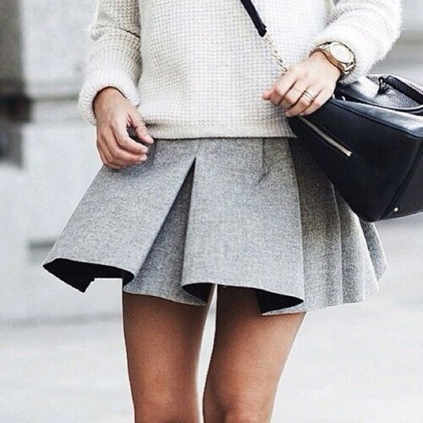 skirt preppy grey preppy pleated skirt grey skirt greyskirt grey pleated skirt mini skirt t-shirt short black leather watch sweater white clatch bag